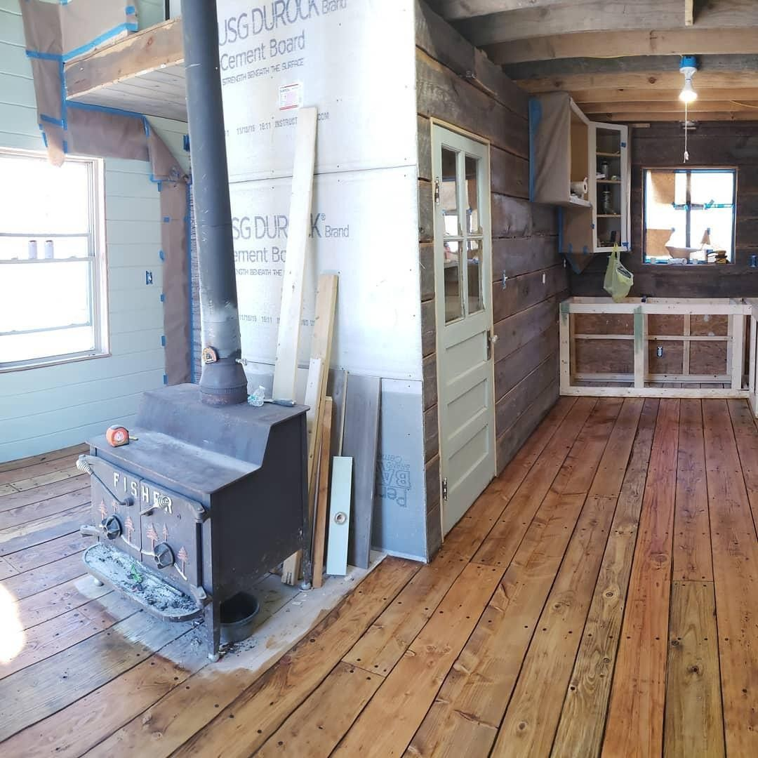 The Color On Potts Tinyhouse Pine Floor Is To Die For He