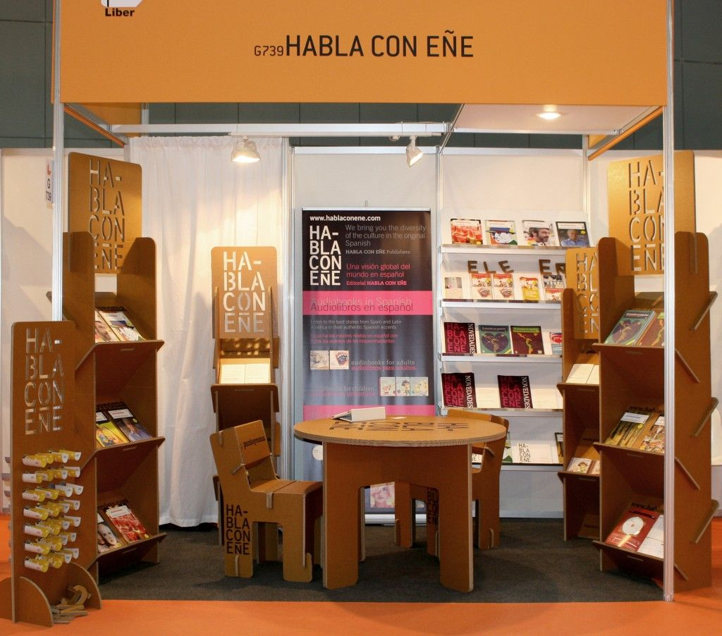 Stand by cartonlab expositores liber2012 cardboard eco for Estanterias para folletos