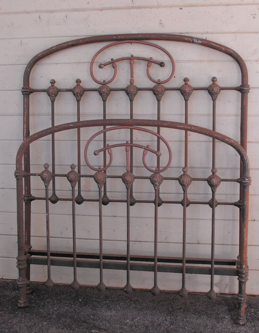 A Nicely Designed 3 4 Size Frame From The Mid 1800 S With Nice