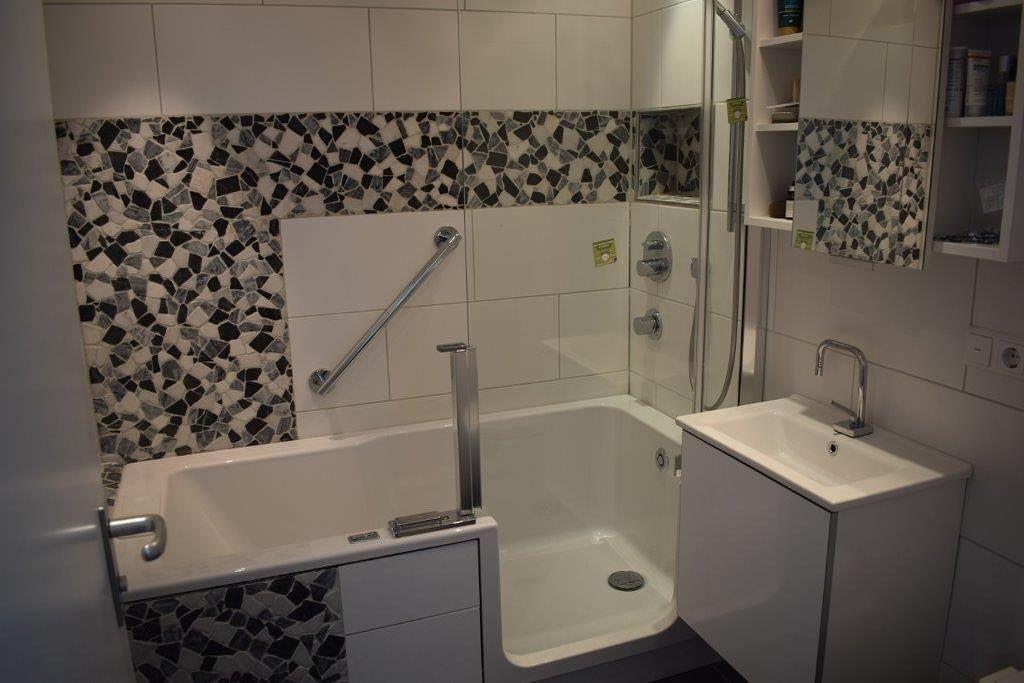 Duschen Und Baden Im Kleinen Badezimmer Durch Twinline 2 Duschbadewanne Neues Badezimmer Duschbadewanne Kleine Badezimmer