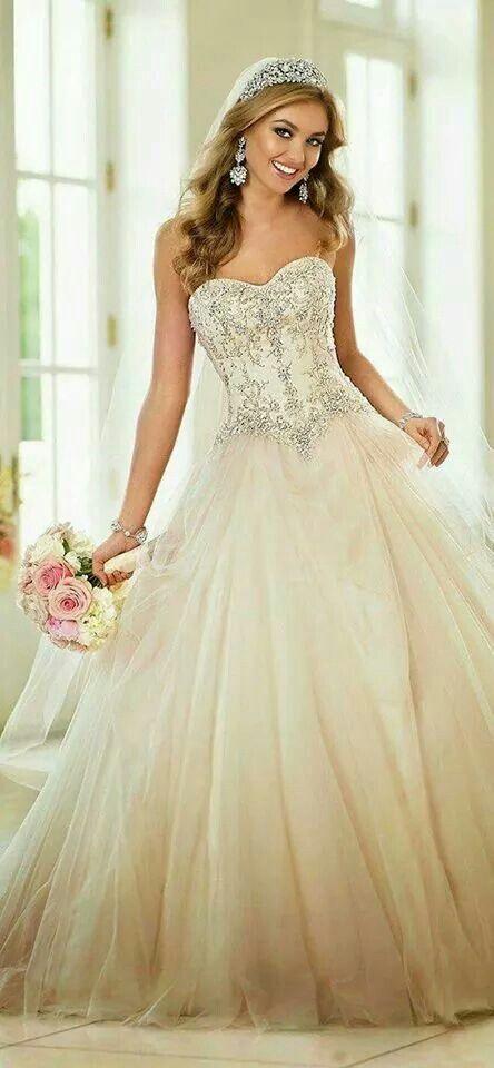 Pin by Claribel Gonzalez on wedding gowns, dresses etc ...