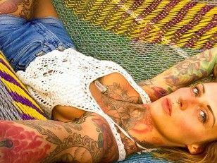 10 Gründe, warum Tattoos super sind und die Vorurteile aufhören müssen - jennifer-weist-b