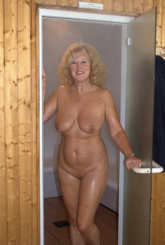 nudes women shower mature