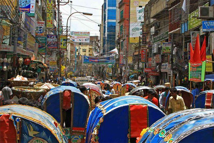 Tráfico de rikschas (taxis), en la ciudad de Daca