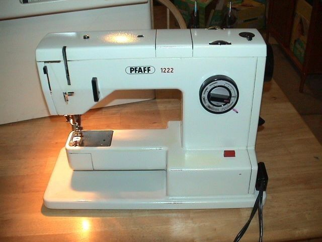 Pfaff 1222 sewing machine w case made in western germany - Reparation machine a coudre pfaff ...