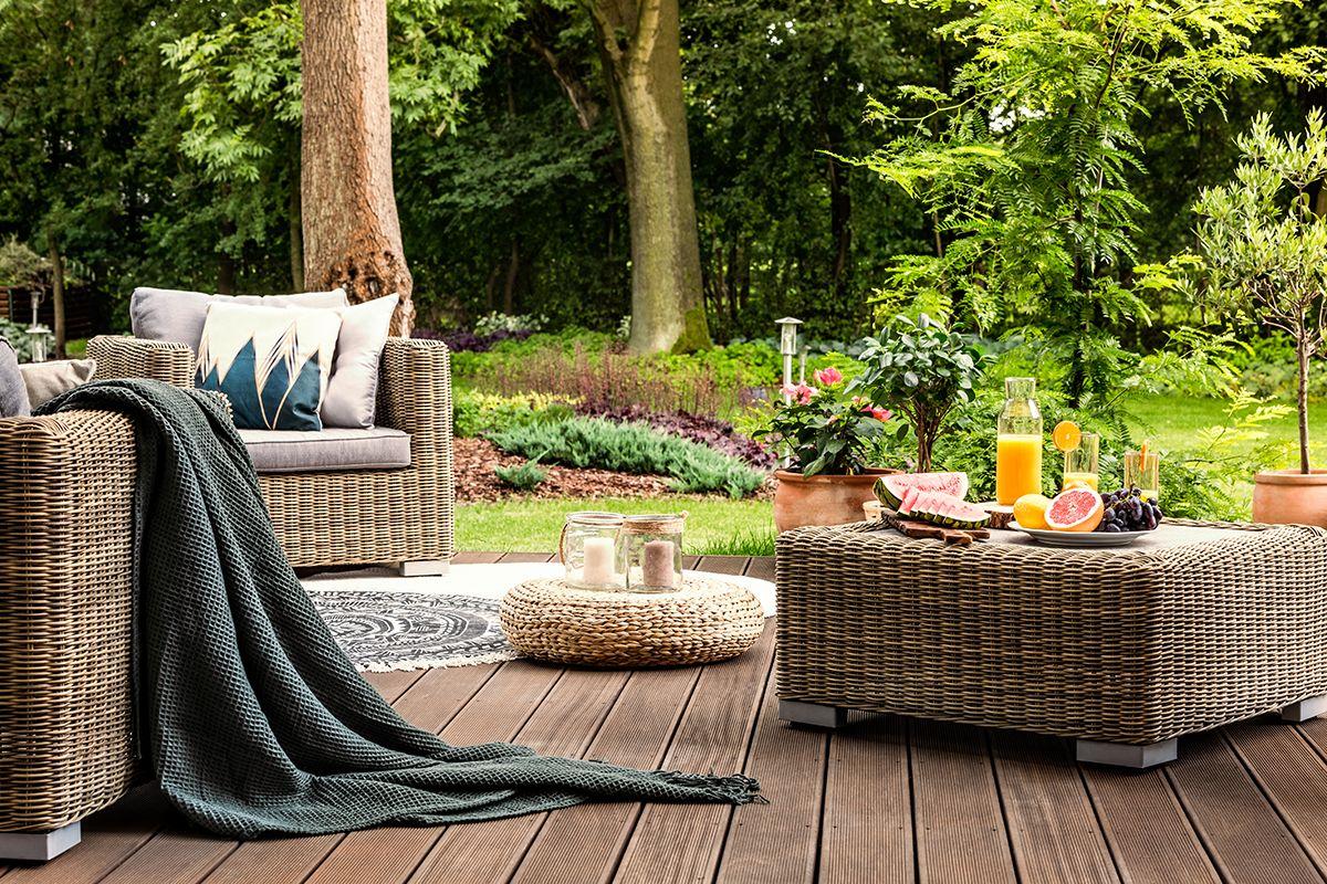 Choosing the Right Patio Furniture   Plastic patio ...