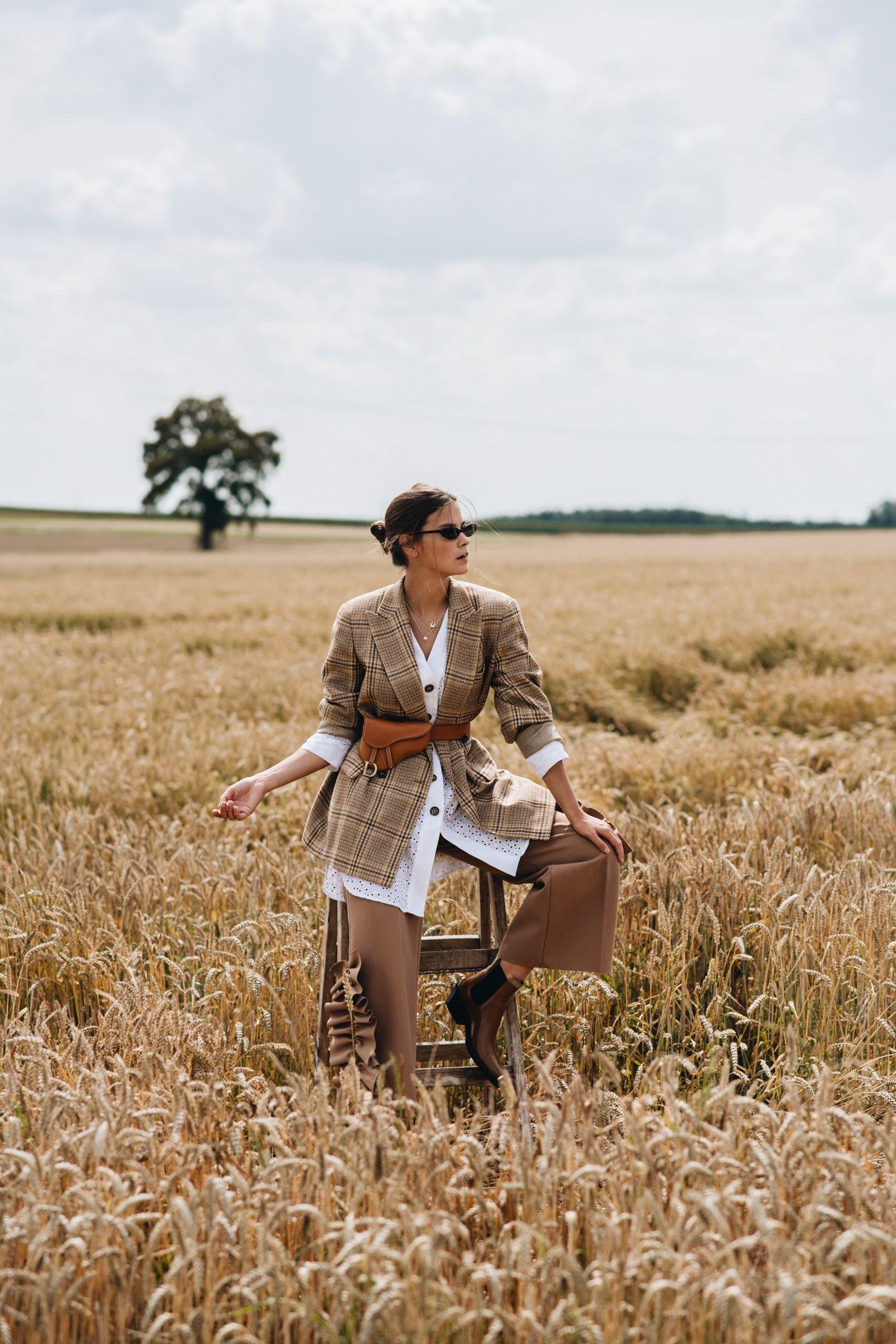 Photo of Outfit: Jil Sander Vintage Blazer, Dior Saddle Bauchtasche & Calvin Klein205W39NYC Cowboy Boots
