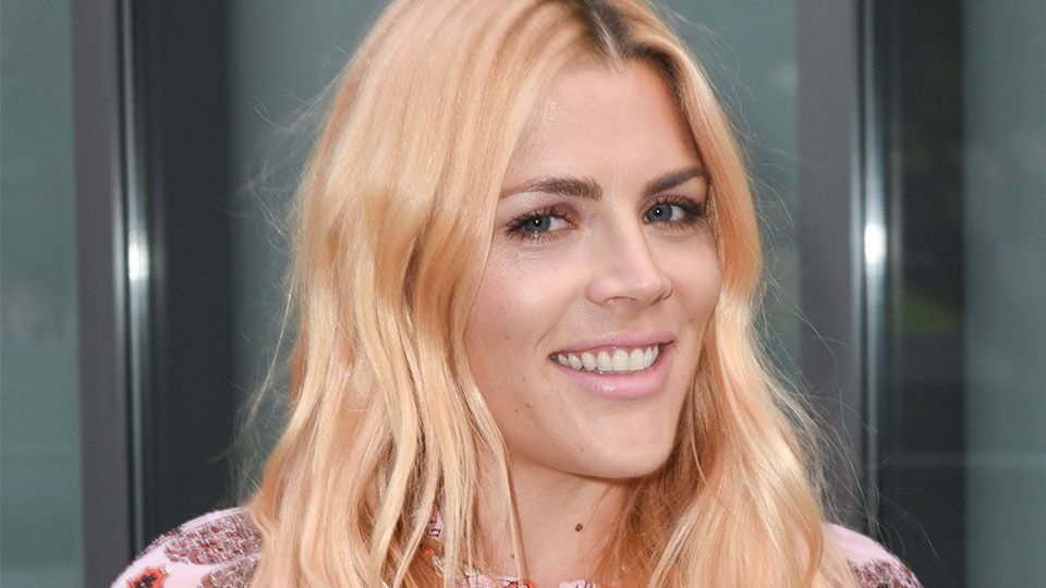 Busy Philipps Has Mastered The Blonde Hair Dark Brows Combo