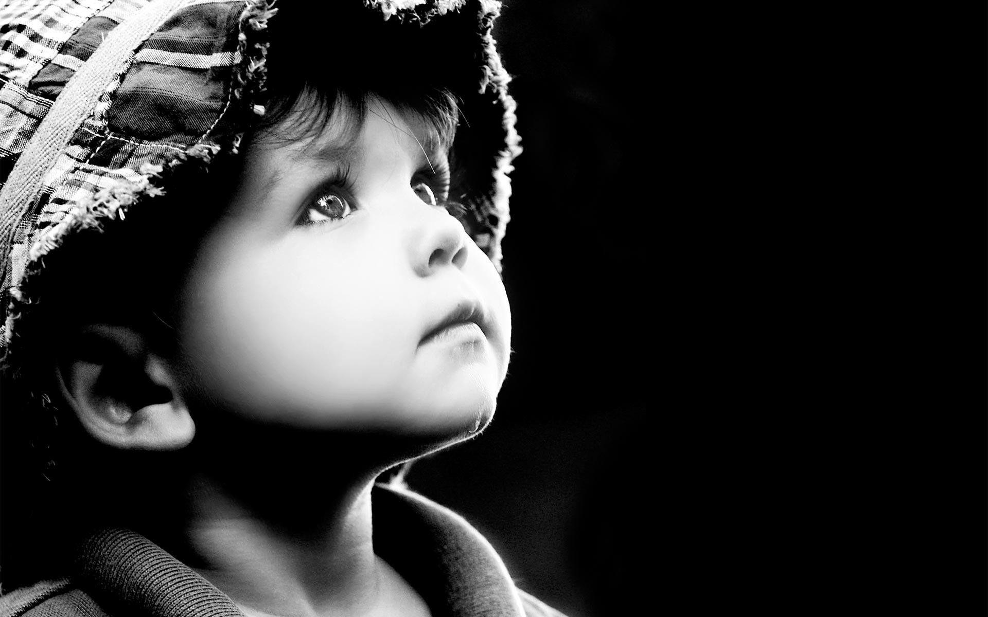 животных малыш на темном фоне картинки примеру