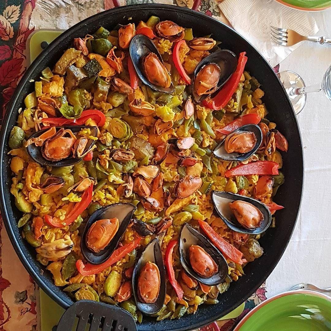 ... el almuerzo de hoy fue esta hermosa y sabrosa paella el ingrediente que se robo la película fue el corazón de alcachofa