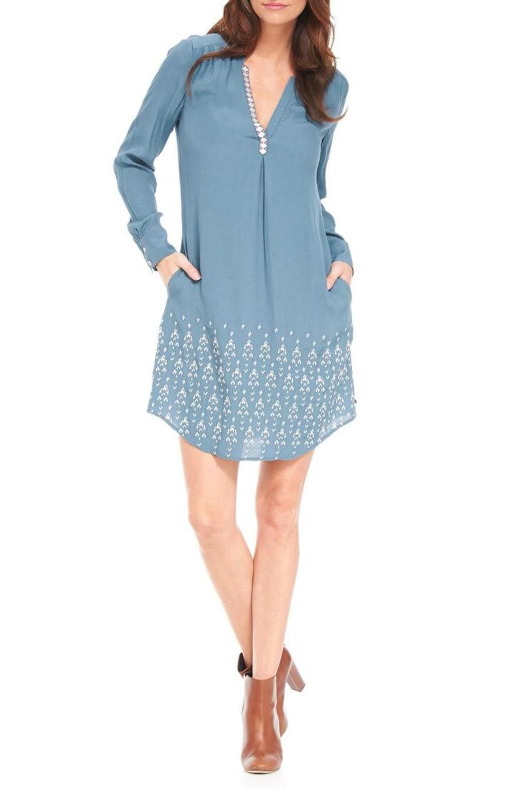 """Get the perfectly flowing relaxed-fit shirt dress, complete with practical pockets. This show-stopping dress also comes with eye-catching details such as embroidered arrows and an open mandarin collar. Belt this dress at the waist for a more tailored fit. Features: Teal with embroidered arrow pattern V-neck Relaxed flowy silhouette Fully lined Wear it loose or with a belt Practical pockets Curved shirt tail hem with side slits    Measurements: length: size small 37.5"""" (from high point…"""
