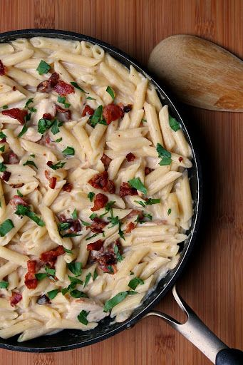 Creamy Garlic Pasta with Bacon and Chicken Recipe | Yummly