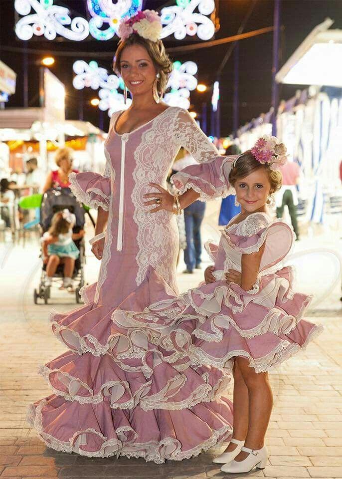 Pin De Panpan En Mamá E Hija Vestido Flamenco Niña Traje Flamenca Niña Vestidos De Sevillanas
