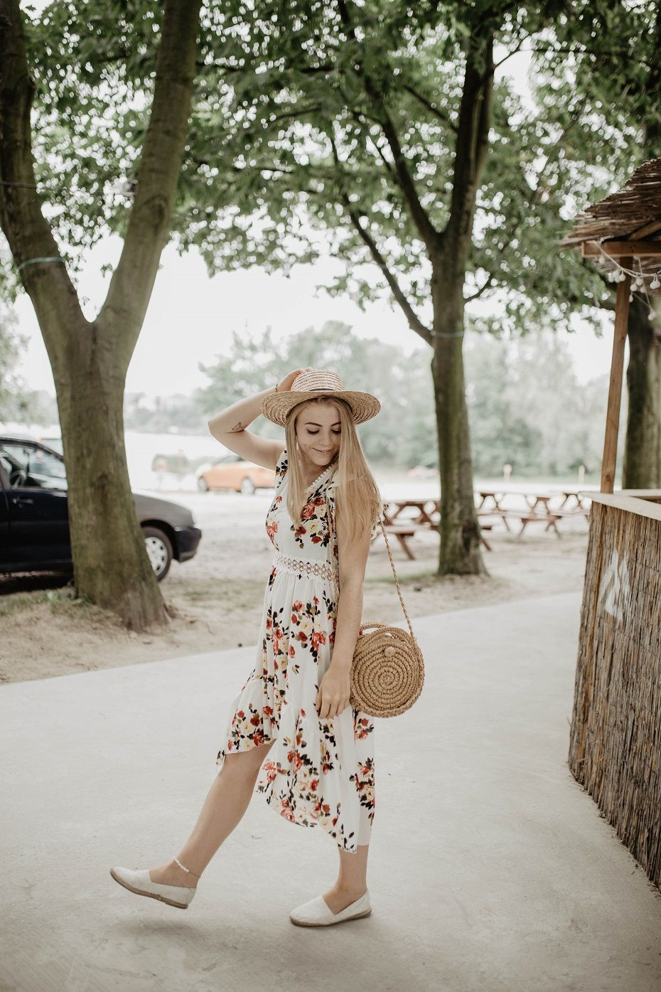 Sukienka W Kwiaty Stylizacja Na Letnie Dni Rozalia
