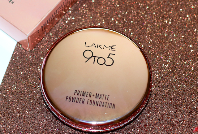 I was delighted to see 6 shades Lakme 9to5 Primer Matte Powder Foundation Compact range. The 2 darker shades are good for people from