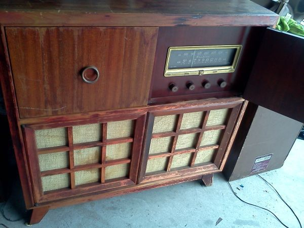 Vintage Ward Airline Radio Phonography bination
