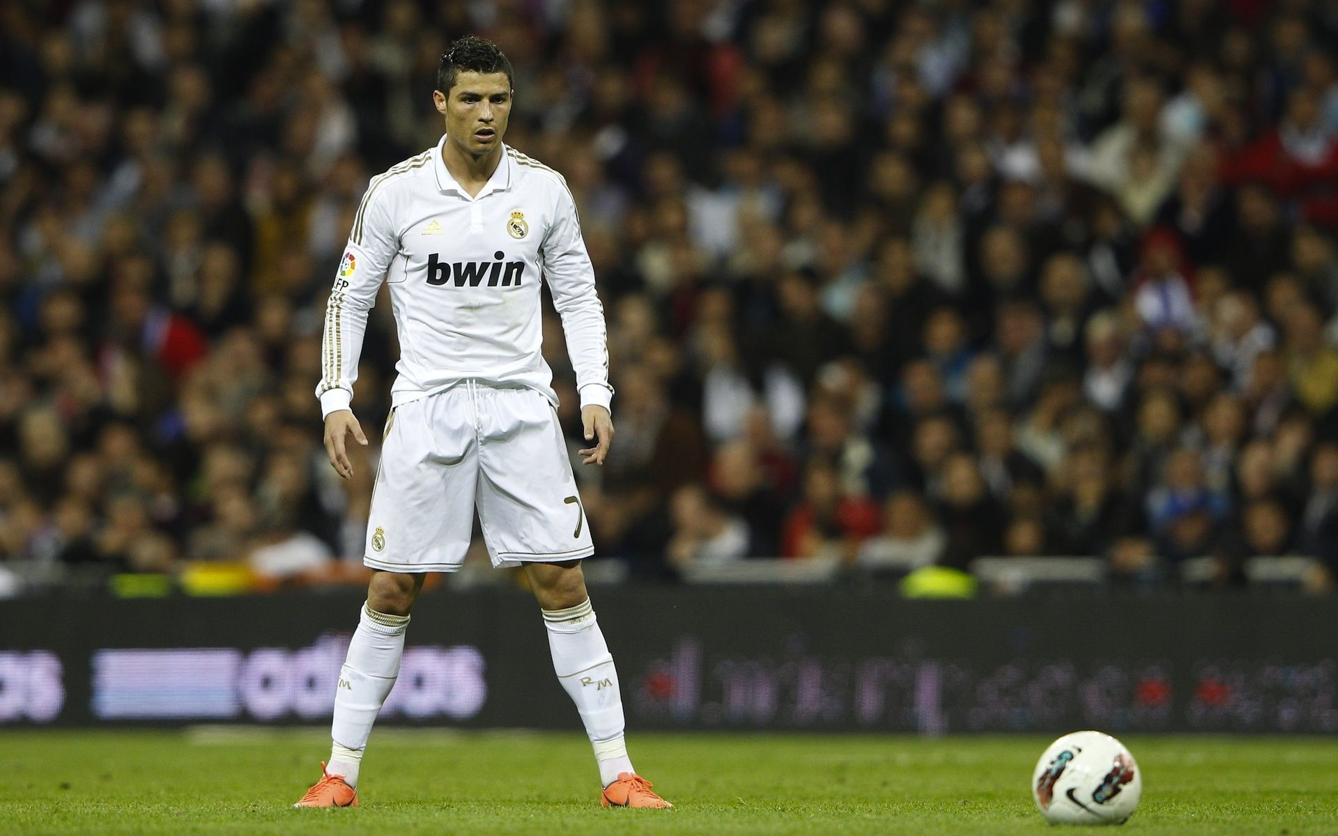 Cristiano Ronaldo Real Madrid Free Kick Hd Wallpaper Ronaldo Free Kick Cristiano Ronaldo Free Kick Ronaldo Soccer