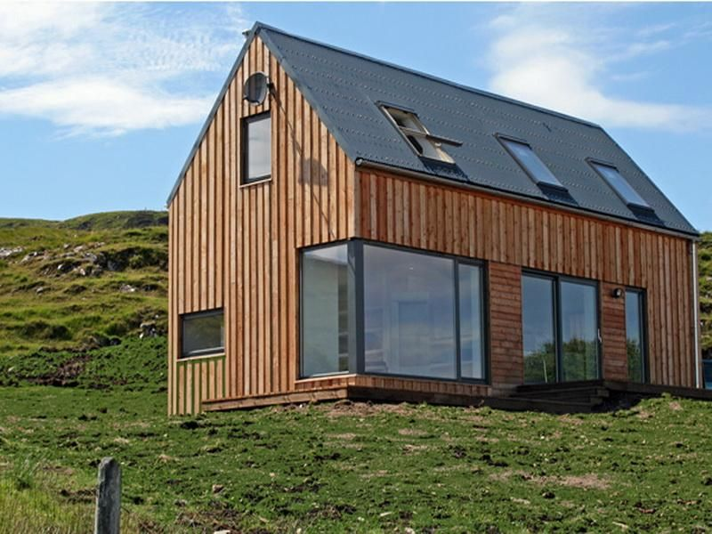 Fmp little scandinavian houses very traditional with sky lights and metal framed windows cabin for Traditional scandinavian home design