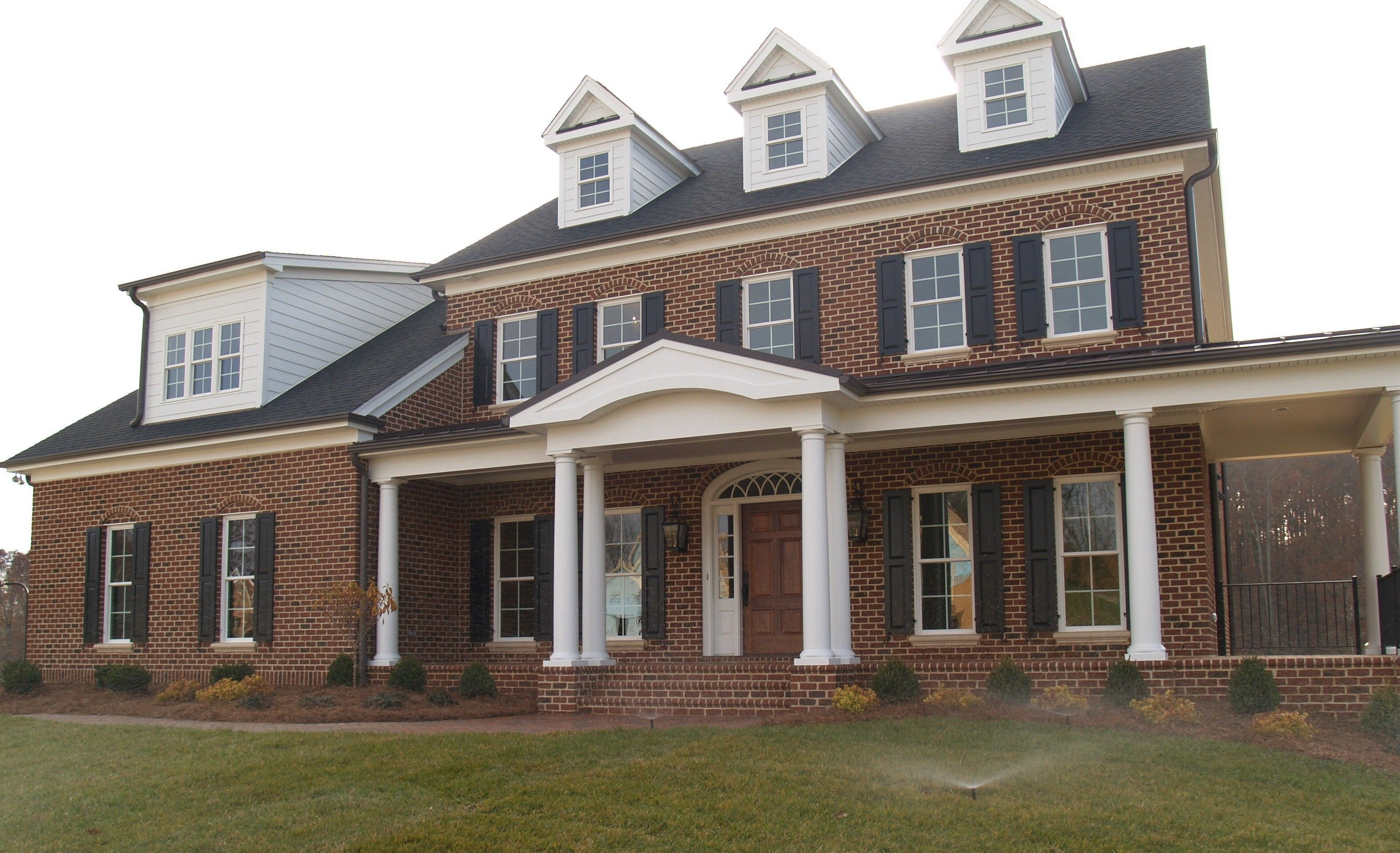 A Timeless Tradition Red Brick House With Pine Hall Brick 39 S Old Yorktown Brick Ivory Buff