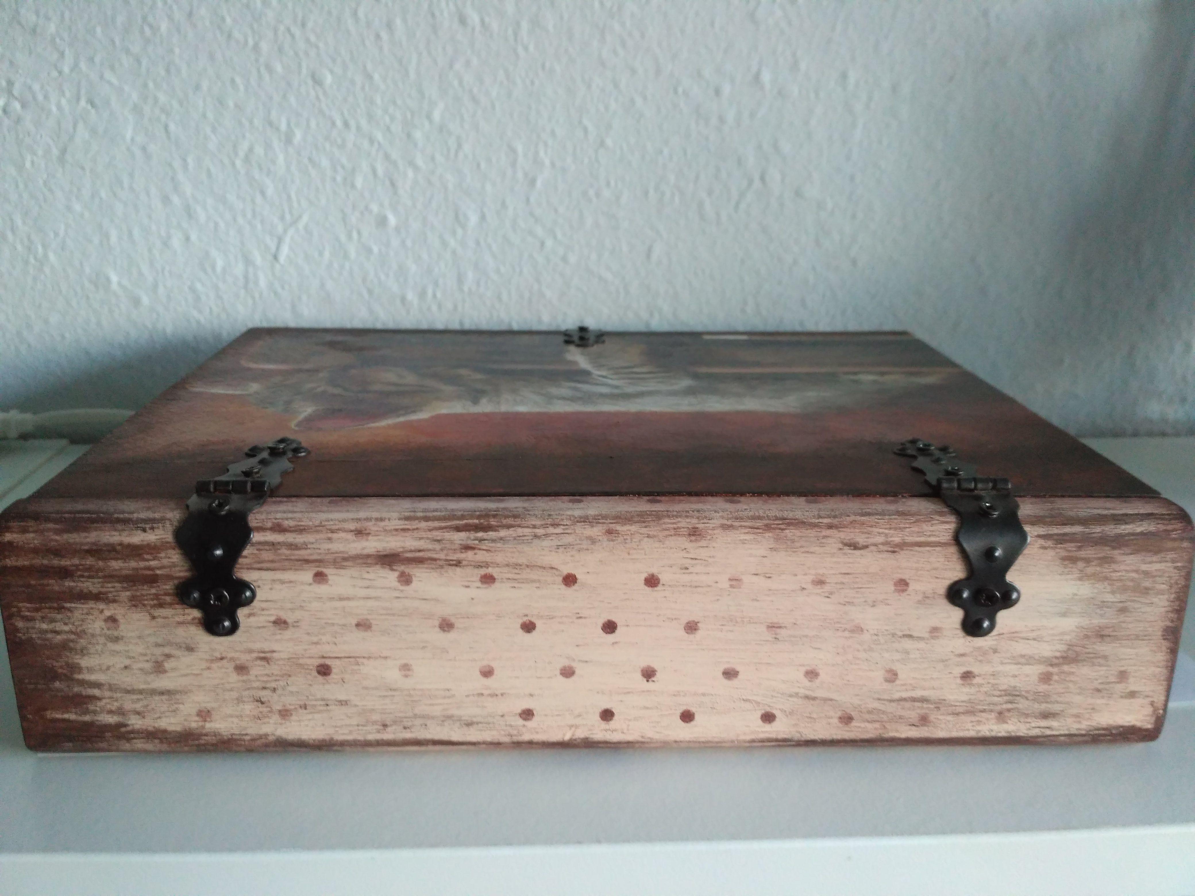 Caja libro de madera decorada con decoupage estarcido y - Cajas de madera pintadas a mano ...