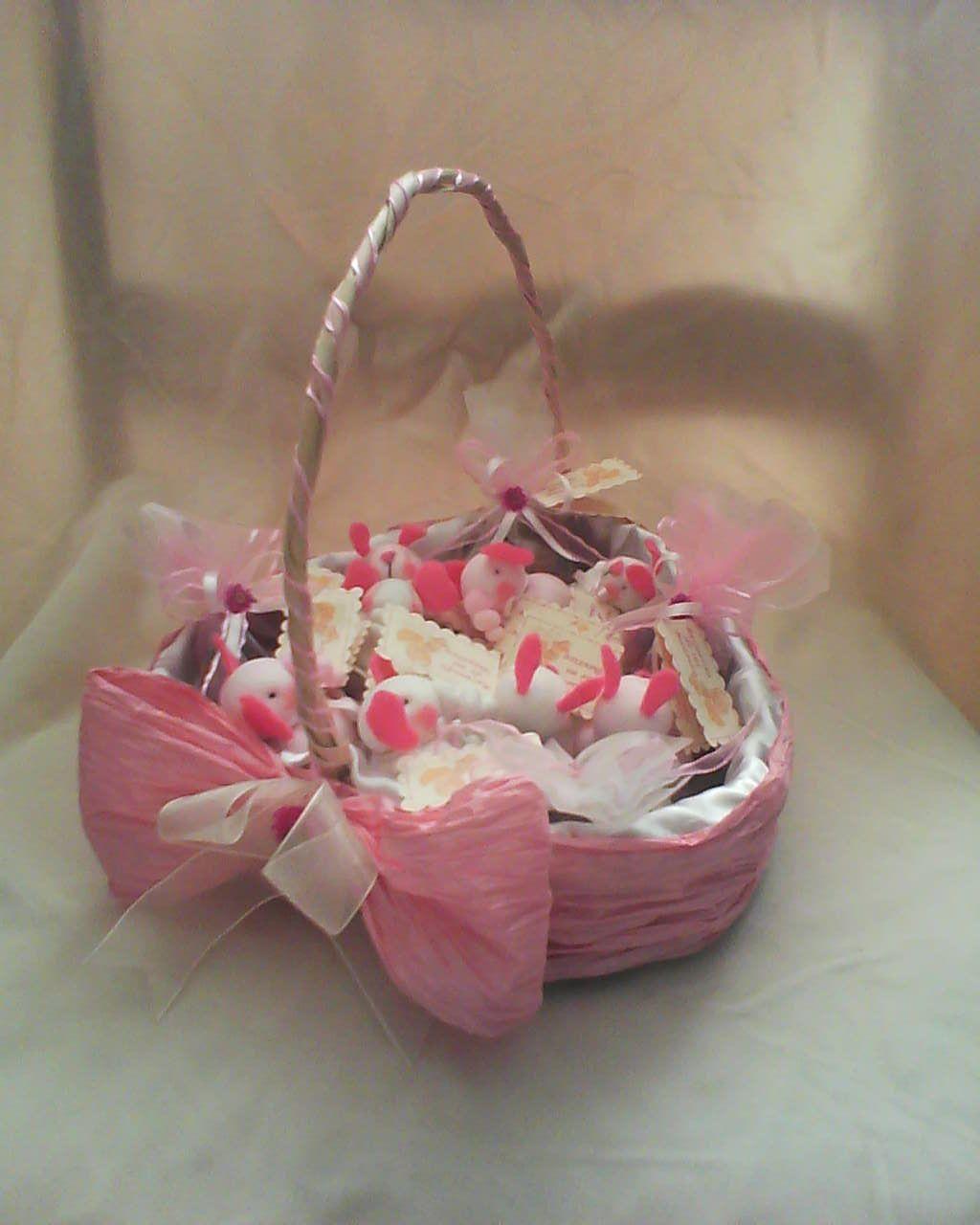 Canastas decorada para boda buscar con google boda - Adornar cestas de mimbre ...