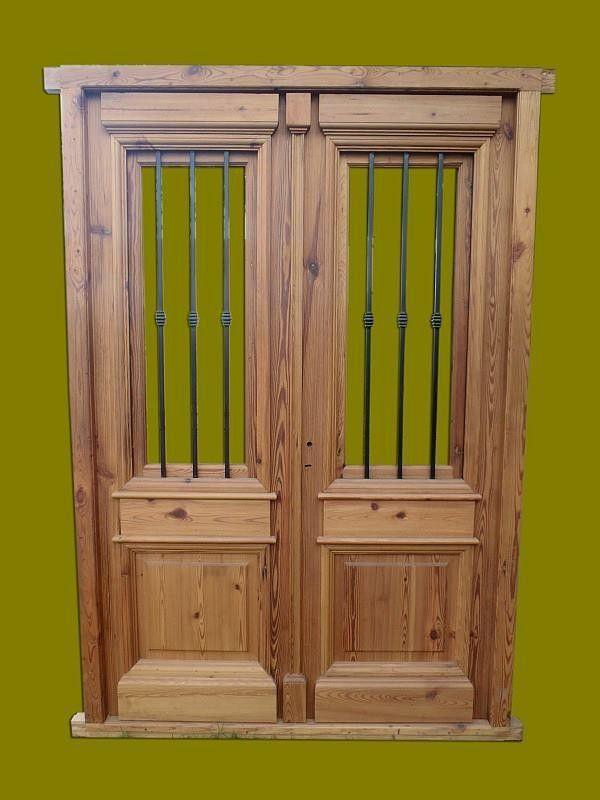 Puerta De Entrada Frente Doble Hoja En Madera Modelos De Portones Metalicos Modelos De Puertas Puertas De Entrada De Madera