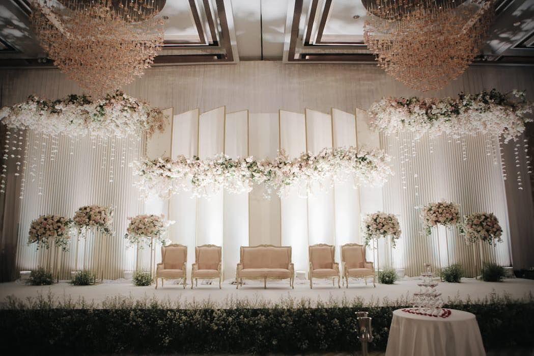 Gambar Mungkin Berisi Dalam Ruangan Pernikahan Pesta Pernikahan Dekorasi Resepsi Pernikahan