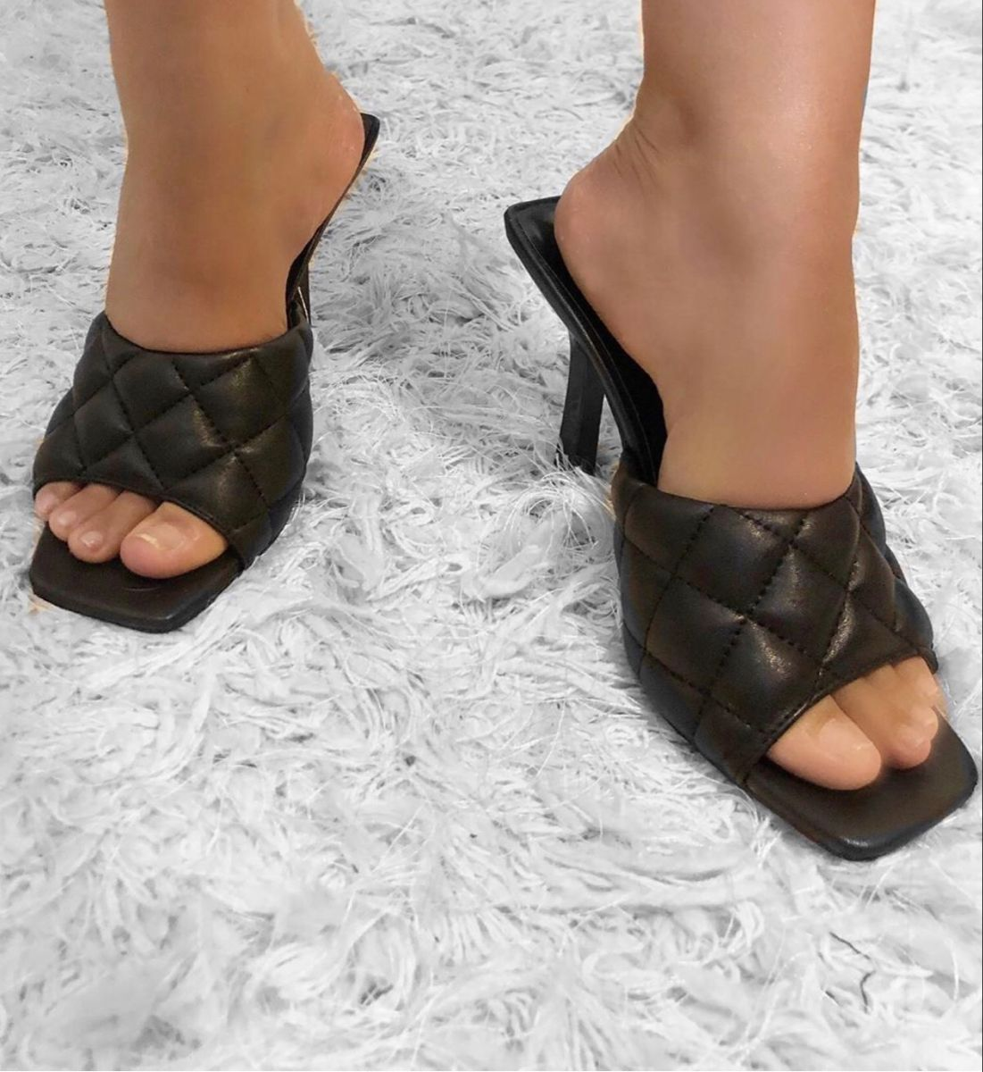 #shopping #heels #heelsaddict #heelsclassy #sandals #mules #mulesshoes #mulesheels #fashion #style #trendy #trending #summer #summerstyle #ootd #ootdfashion
