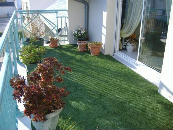 Building a synthetic grass balcony http room for Artificial grass decoration crafts