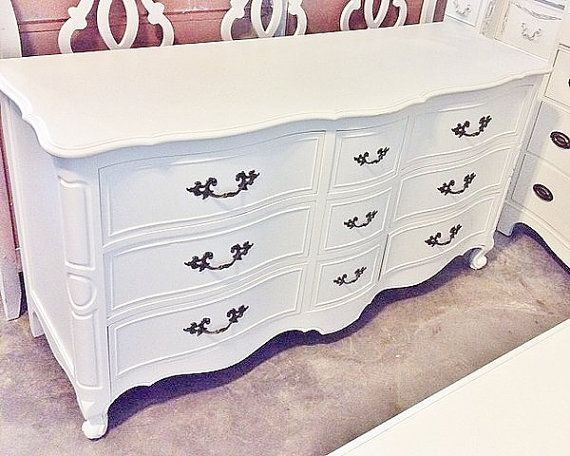 Drexel French Provincial Dresser Color White Dimensions 61 1 2l X 19d 32 3 4h Please Contact Er For Shipping Quote As Is