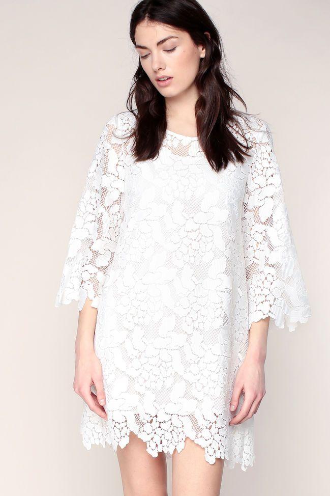 Robe Blanche En Guipure A Manches Evasees See U Soon Robe Monshowroom Iziva Com Robe Guipure Robe Blanche Modele Robe