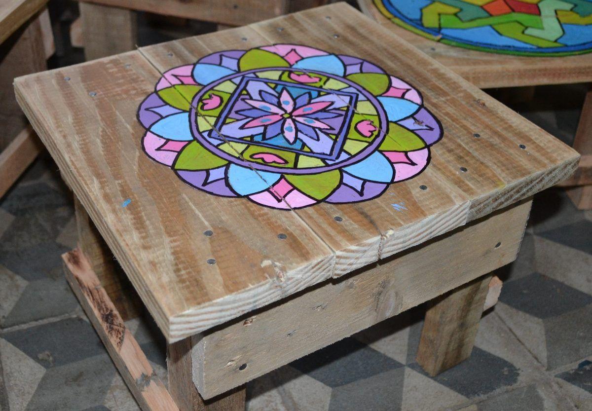 Bancos de madera de pallet con mandala pintado a mano - Como pintar una mesa de madera ...