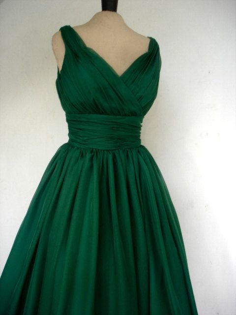 An endearing emerald green simple yet elegant 50s style cocktail dress. $ 255.00, via Etsy.