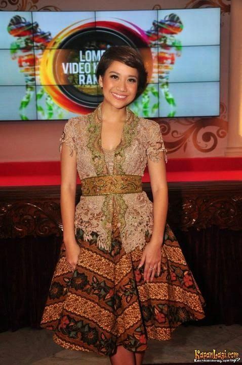 Kebaya Modern Simple Elegan Batik Pinterest