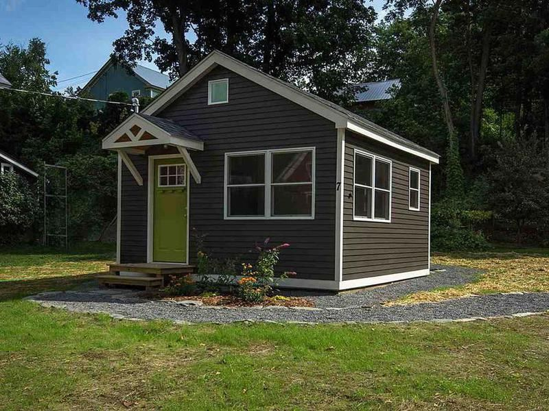 This Rockingham Vermont Super Tiny Home Clocks Is Just 256 Square Feet Backyard House Shed To Tiny House Tiny House