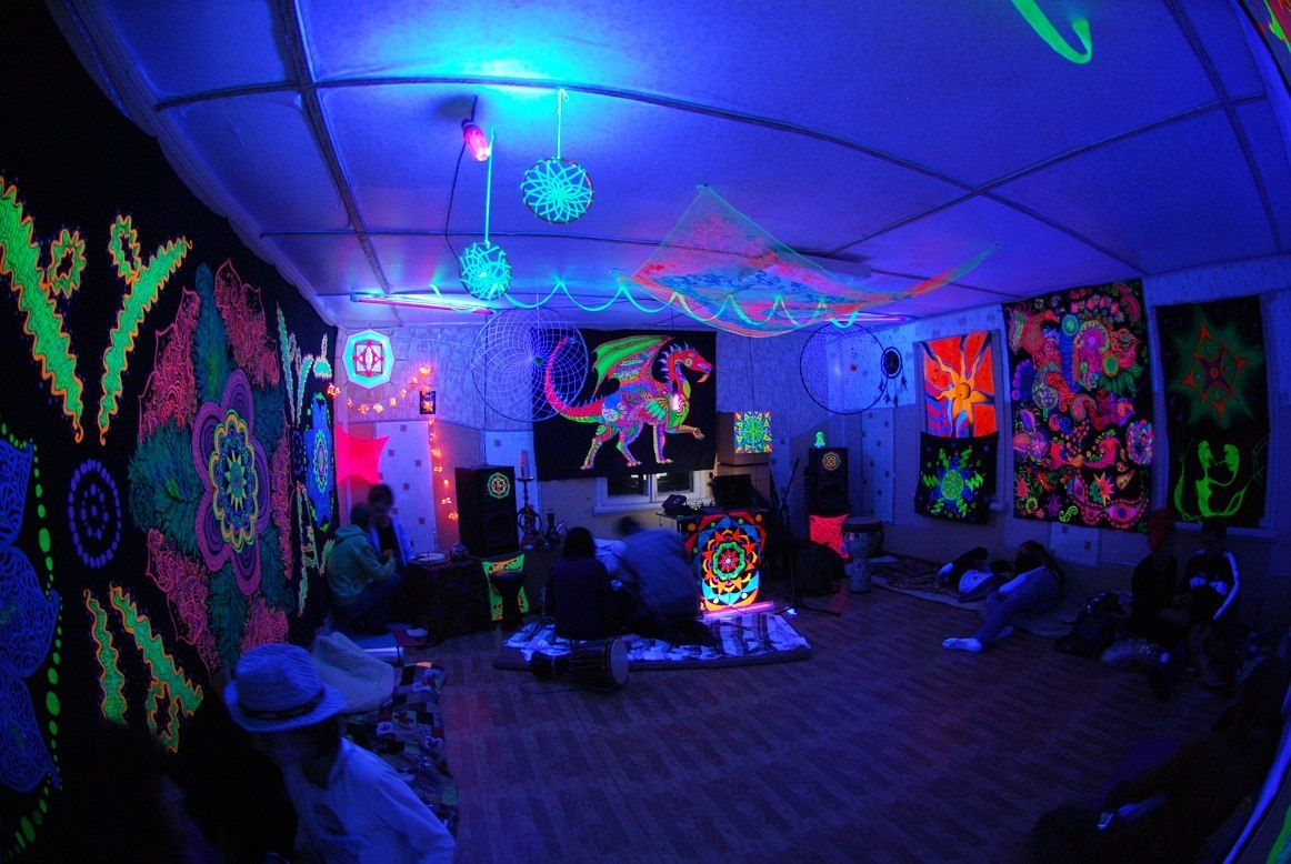 black light bedrooms stoner bedroom blacklight www pixshark images 10863
