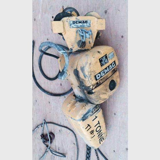 Demag 1 Ton Electric Chain Hoist Bottle Opener Wall Hoist Electricity