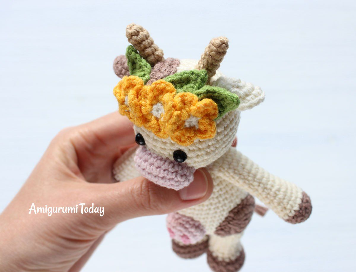 Cuddle Me Raccoon amigurumi pattern - Amigurumi Today | 916x1200