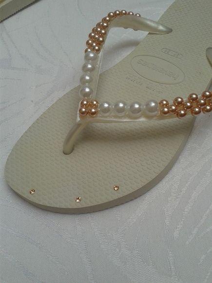 6d160f266 Havaiana Com Perolas Simples Chinelos De Crochê, Chinelos Bordados,  Customização De Sapatos, Chinelos