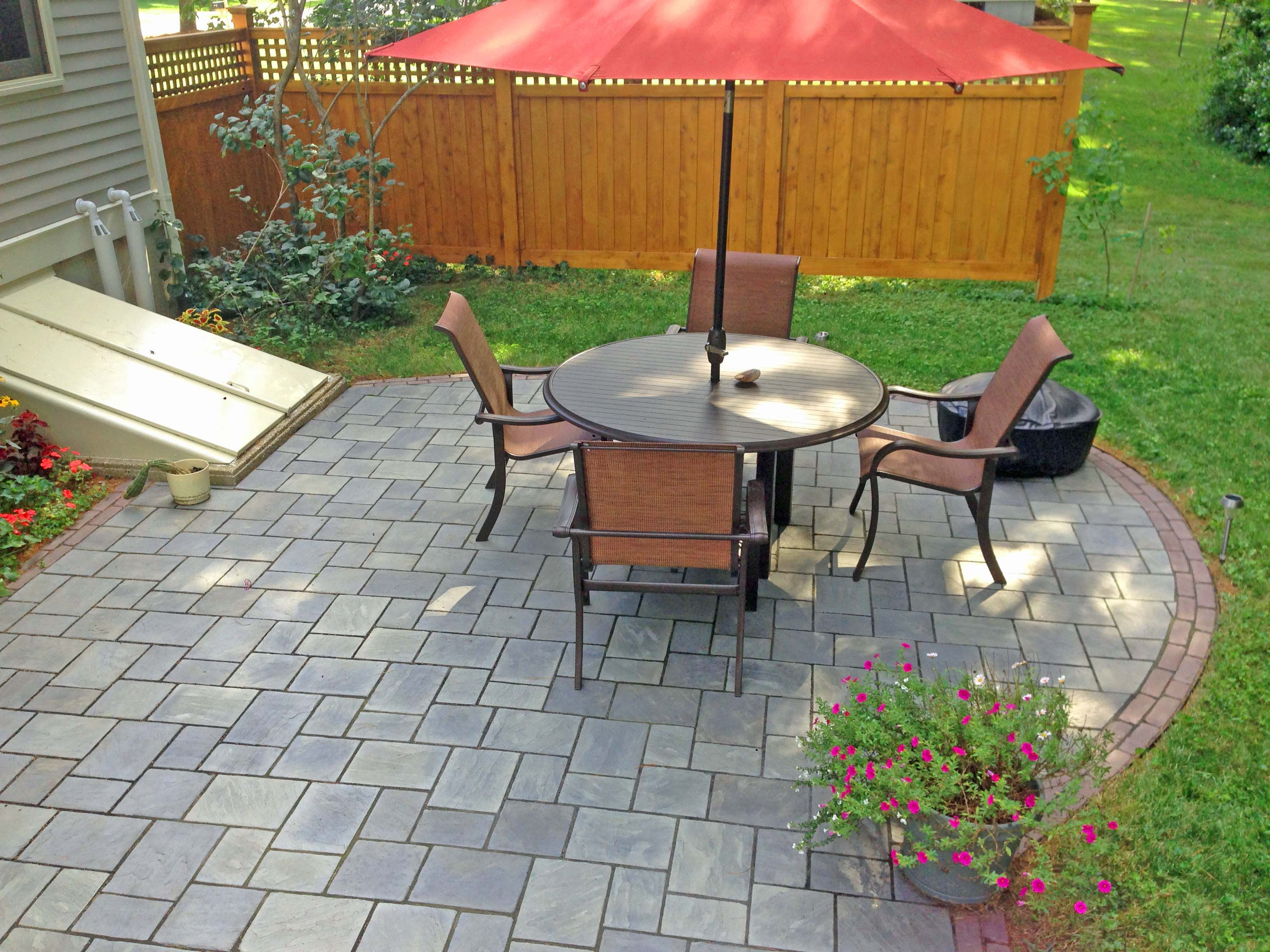 Unilock Patio With Richcliff Pavers And Copthorne Accent Rows