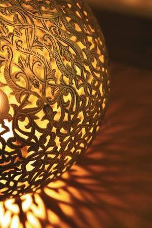 Lampe De En Cuivre À Motifs Fleuris Ciselée Et Finement Poser 5A4jLR