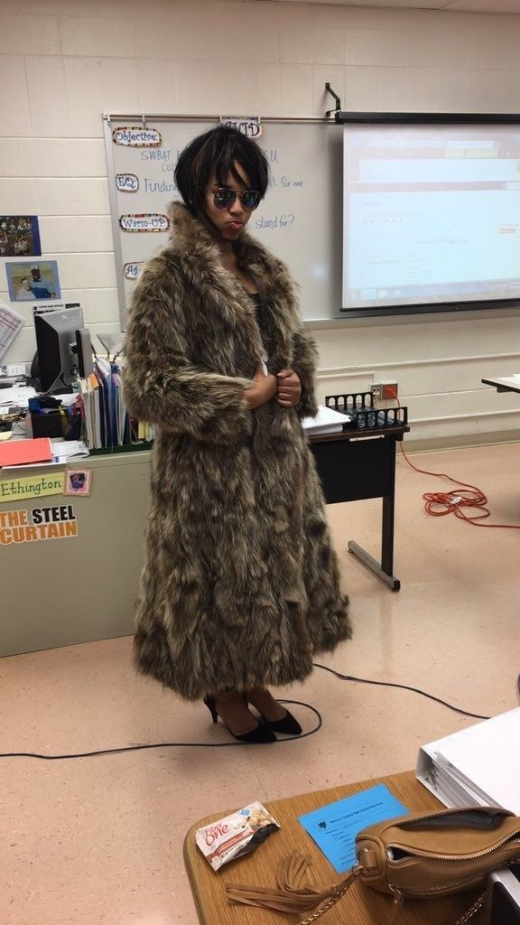 This Teen Dressed Up As Joanne The Scammer And It Was Iconic #characterdayspiritweek Jordyn Hawkins, a 17-year-old high school student from Maryland, had a very cool costume indeed for her school's character day. | This Teen Dressed Up As Joanne The Scammer And It Was Iconic #characterdayspiritweek