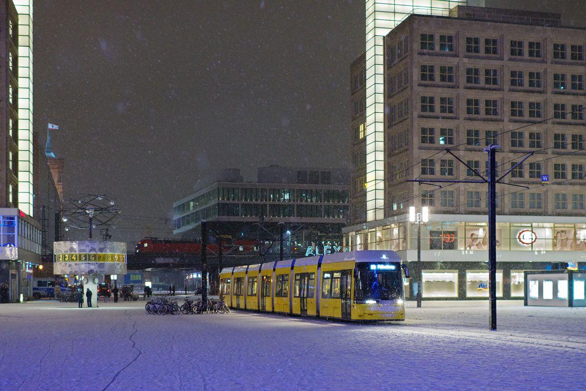 Berliner Strassenbahn Alexanderplatz Im Januar 2017 Berlin Alexanderplatz Berlin Berlin Brandenburg