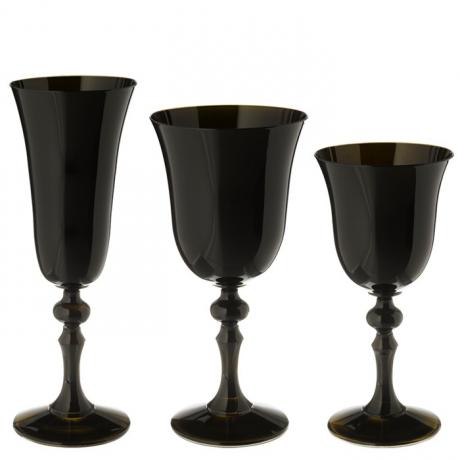 Ligne de verres noir pour une touche d 39 l gance voire - Place du verre a eau sur une table ...