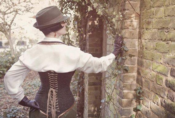Steampunk corsetto tweed con collo, materiali riciclati. Realizzati su misura.  Precedentemente una giacca mens. Vapore punk, alta moda tweed.