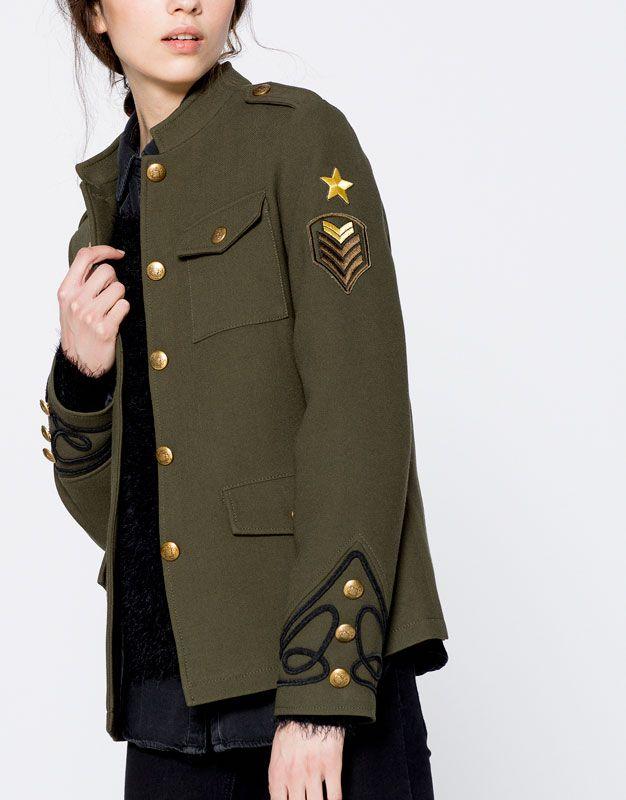 PULL BEAR España - Página de producto principal. Chaqueta Estilo Militar  Mujer a55a5d870c7