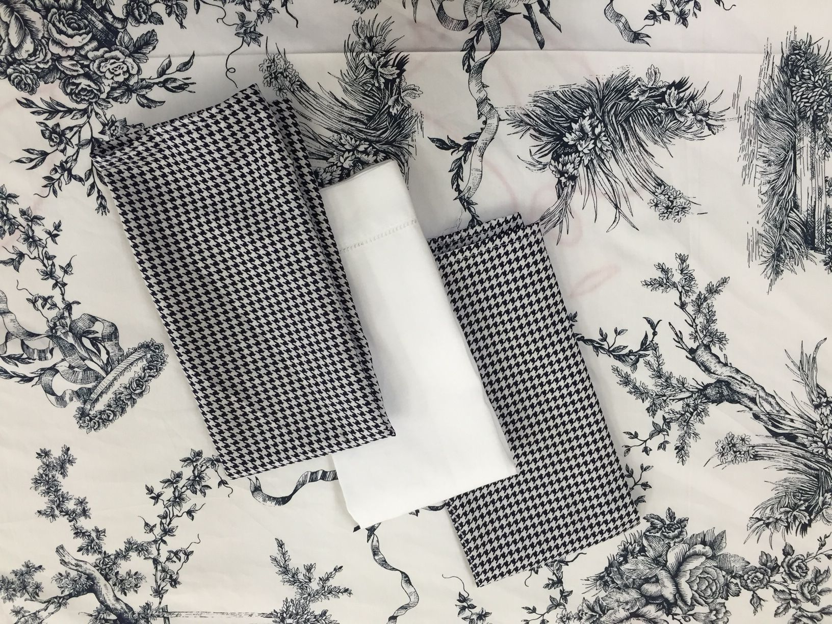 The navy toile cloth works so well with the dark navy houndstooth napkins