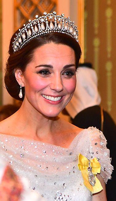 1c1e4ca3e9 Kate brilla con un vestido nuevo y su tiara favorita