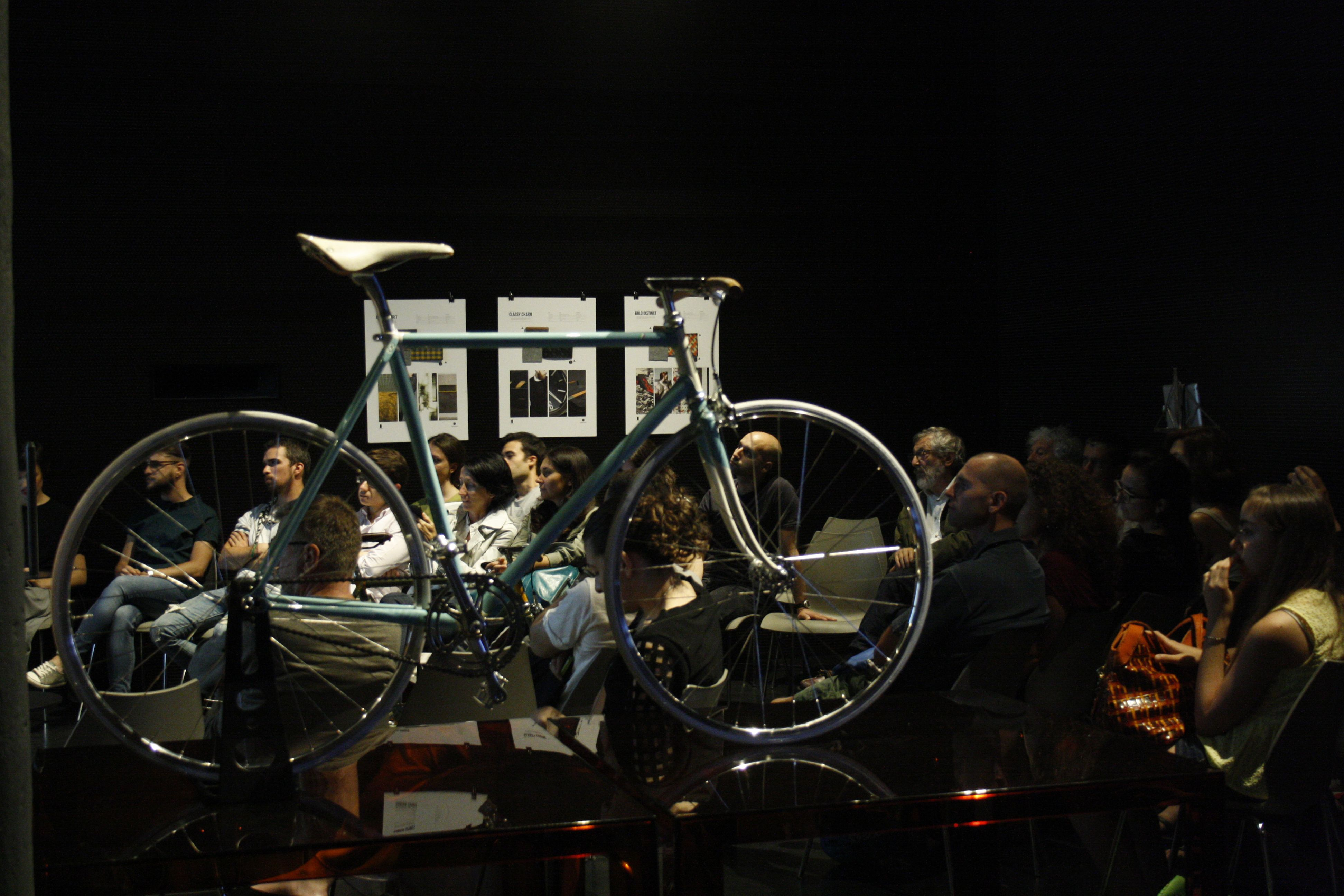 Bicicletta - Bike Scatto Italiano ©2014 DesignLibrary - photo: Francesca Viganò #bike #cycle# bicycle #fixie #fixed #fixedgear #steel #handmade #customized #madeinitaly