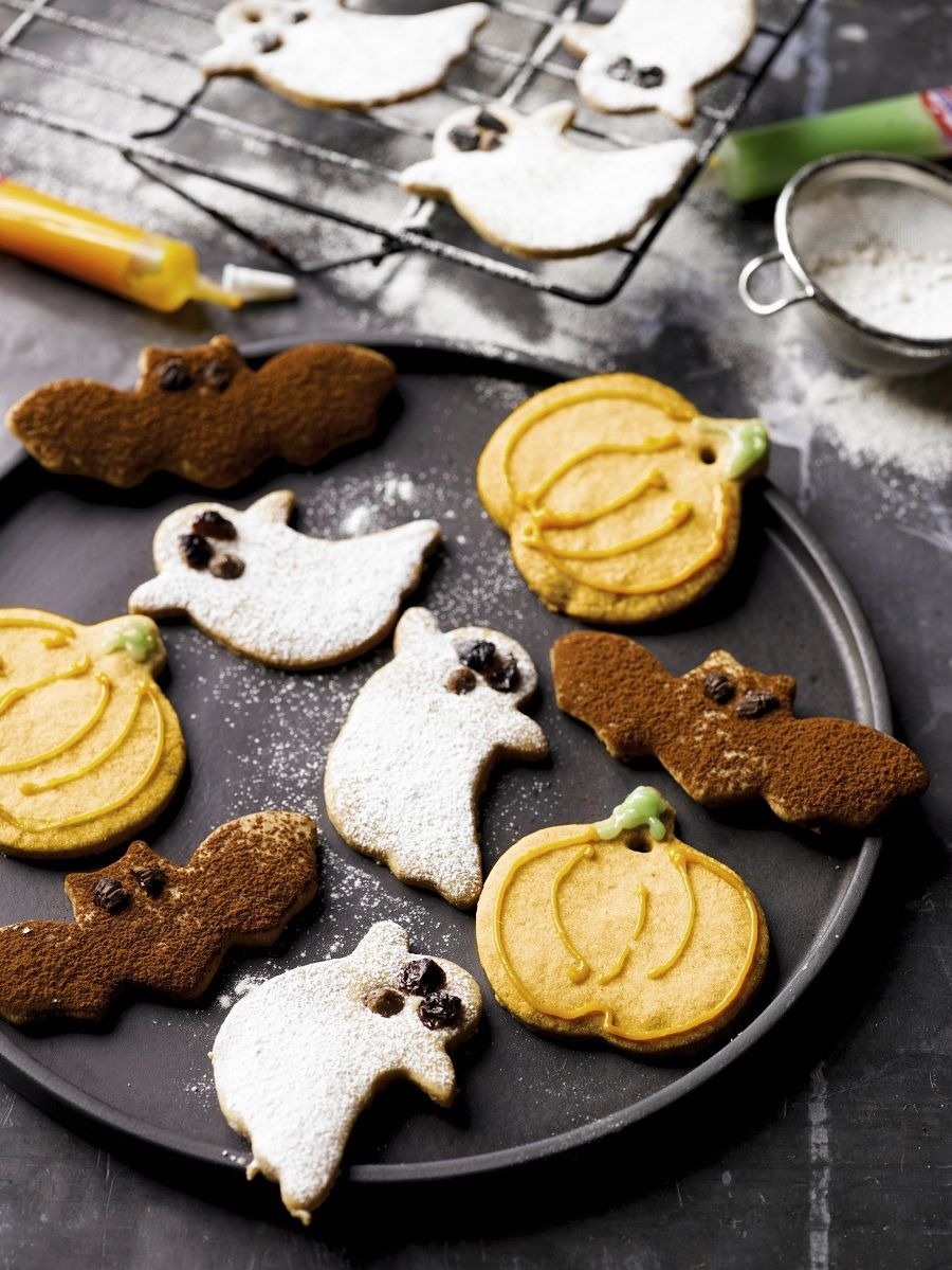 How Do You Make Halloween Cookies.Homemade Halloween Biscuits How To Make Some Claire Justine Halloween Biscuits Halloween Baking Recipes Jam Recipes Homemade